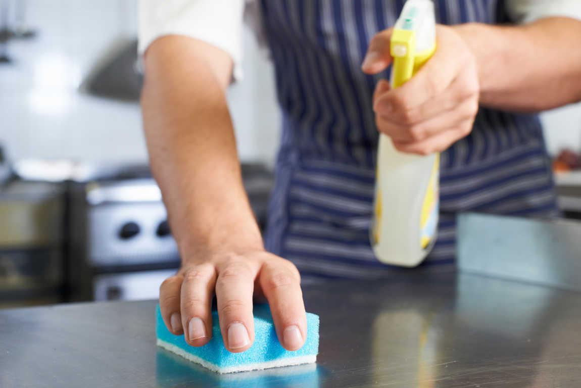 Productos de limpieza que debe haber en todo restaurante